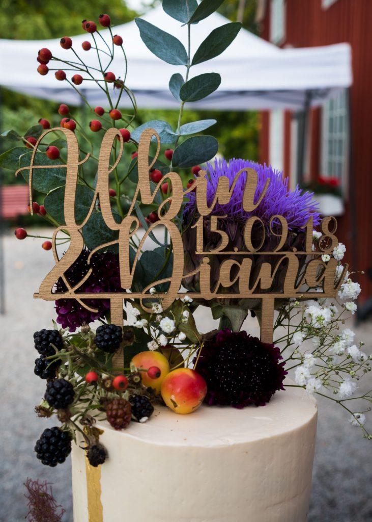 Wedding cake for diana cake topper