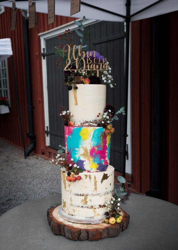 Wedding cake for Diana full frontal